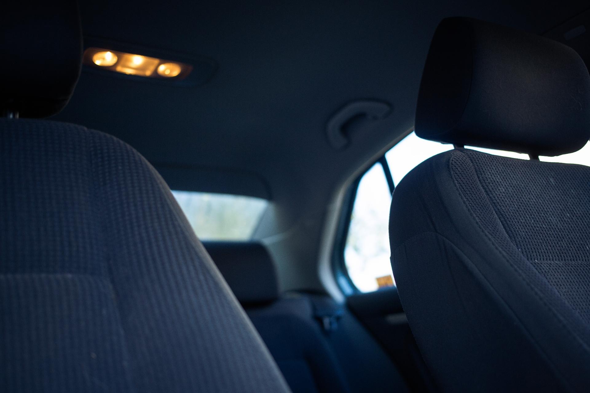 タクシーの車内をクリーンに保つ清掃のポイント