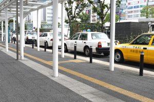 タクシー業界の常識?付け待ちの定番「駅待ち」とは?|乗り場のルールについて