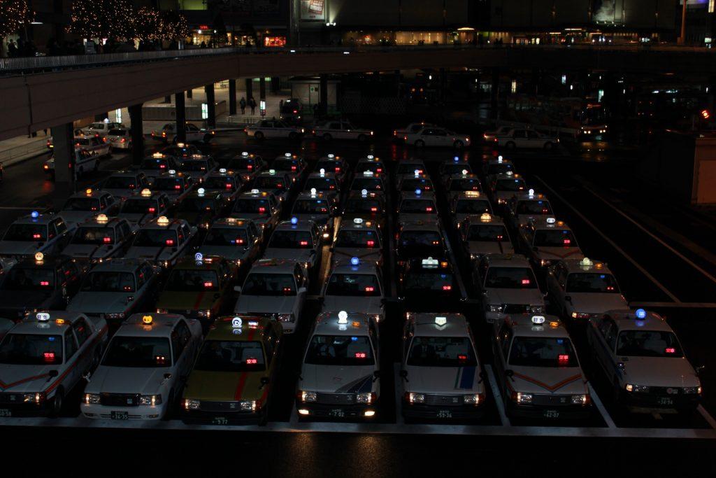 タクシーの路上駐車を無くす取り組み|ショットガンシステムについて