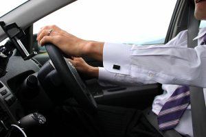 フェンダーミラーは見やすい?タクシーに多く使用される理由とメリット