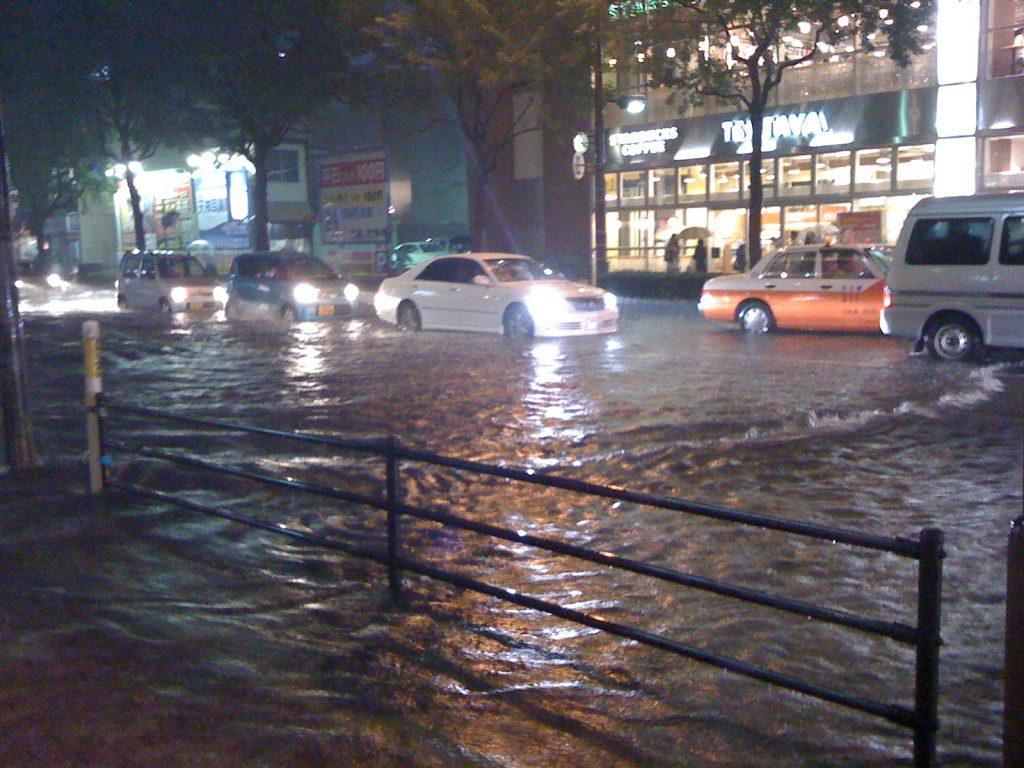 雨の日のほうが稼げる?タクシー運転手と天気の関係