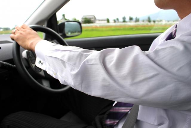 よく見るけど案外しらない?タクシー乗務員の服装とは?