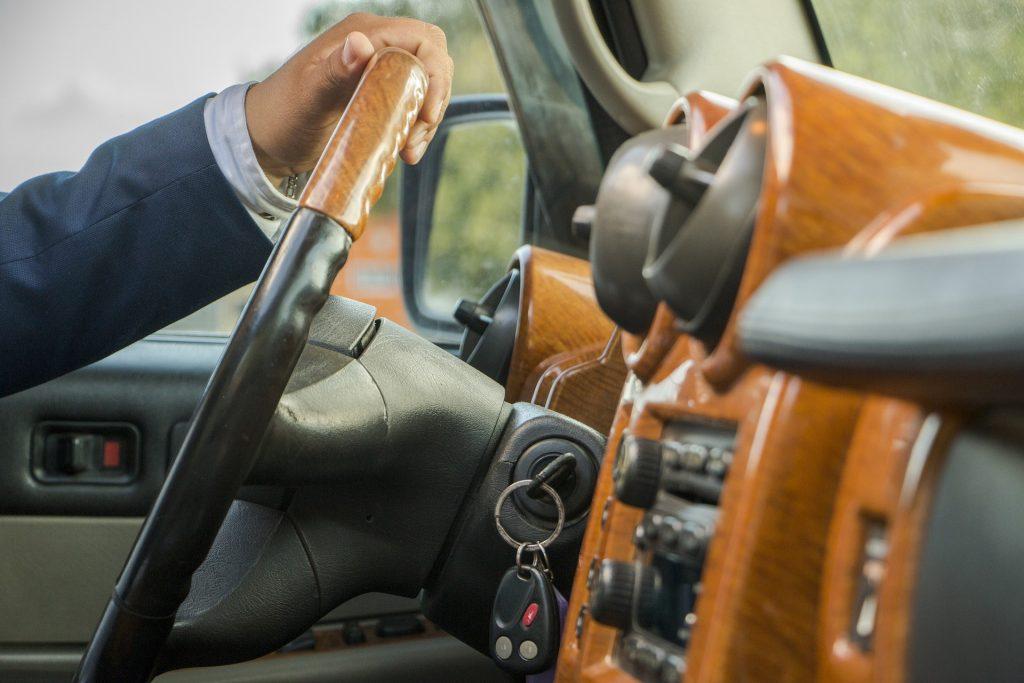 【事故率軽減】プロドライバーになる方法・必要な事を紹介!