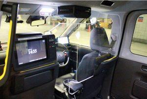 日本交通が直営タクシー車両に新型「飛沫防止シールド」 を導入