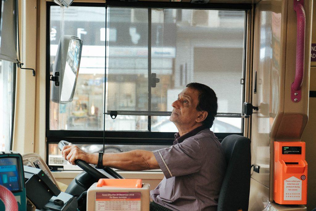 バス運転手の年収・月収・ボーナスは?ハイヤー運転との比較をご紹介
